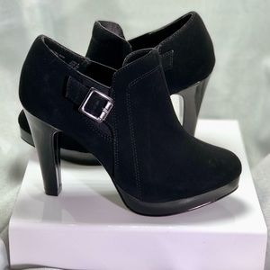 Fioni Black Suede Ankle Boots size 5